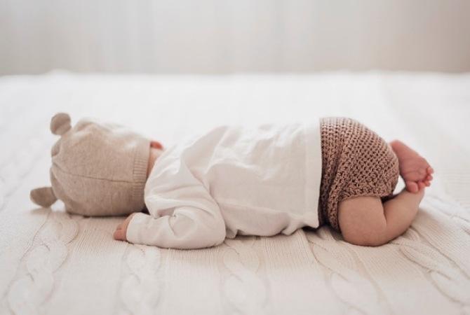 Bayi 1 Bulan Tengkurap, Amankah?