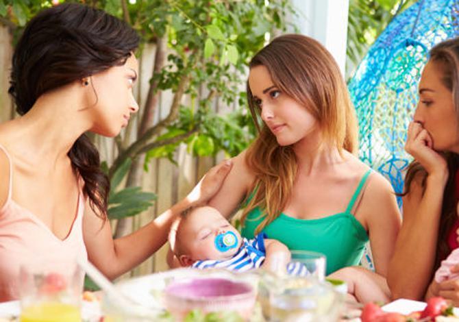 Ini 5 Alasan Mengapa Banyak Moms Melakukan Moms Shaming