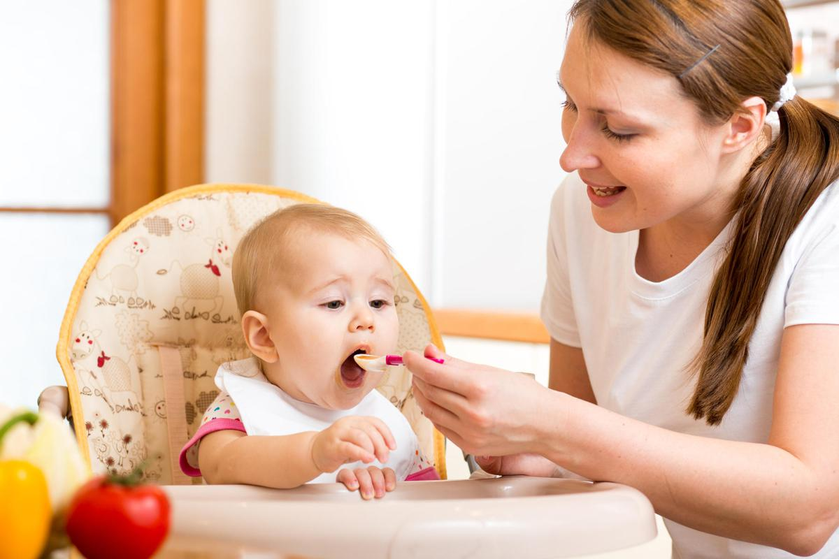 3 Tanda Bayi Moms Bisa MPASI Dini