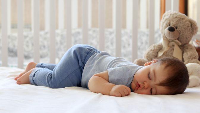 Bolehkah bayi tidur tengkurap? Moms Wajib Tahu!