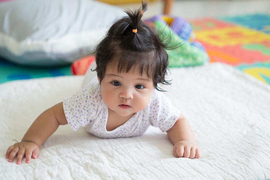 Umur Berapa Bayi Bisa Tengkurap? Berikut Cara Melatihnya!