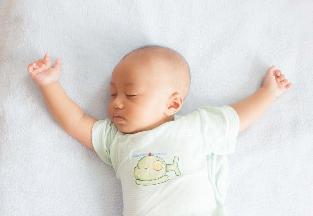 Bagaimana Posisi Tidur Bayi yang Benar?